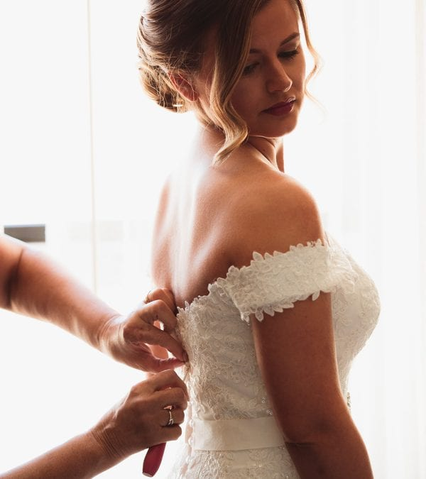 7 Ways To Ensure A Proper Wedding Dress Fitting