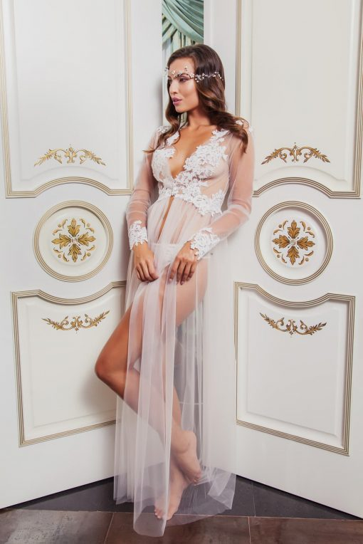 Tulle robe boudoir with lace trim