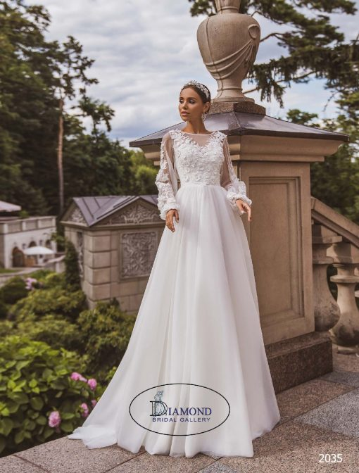 Elegant tulle aline wedding dress with long sleeves