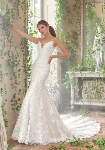 Trumpet wedding dress with lace