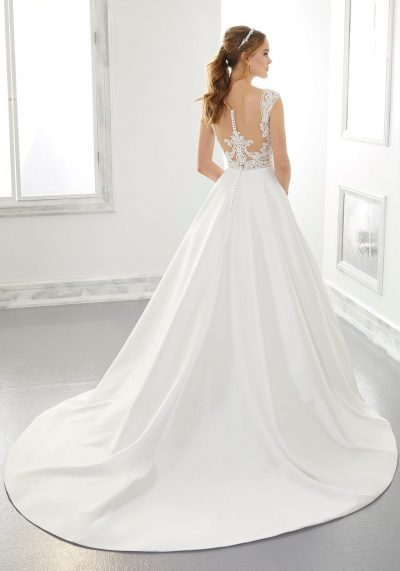 Gorgeous back with lace detail