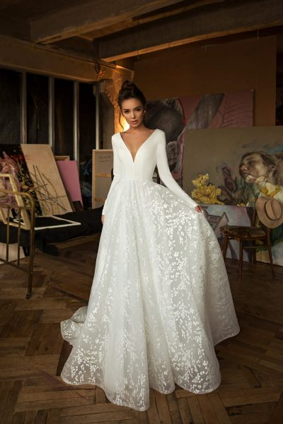 Simple top long sleeves wedding dress with a line skirt