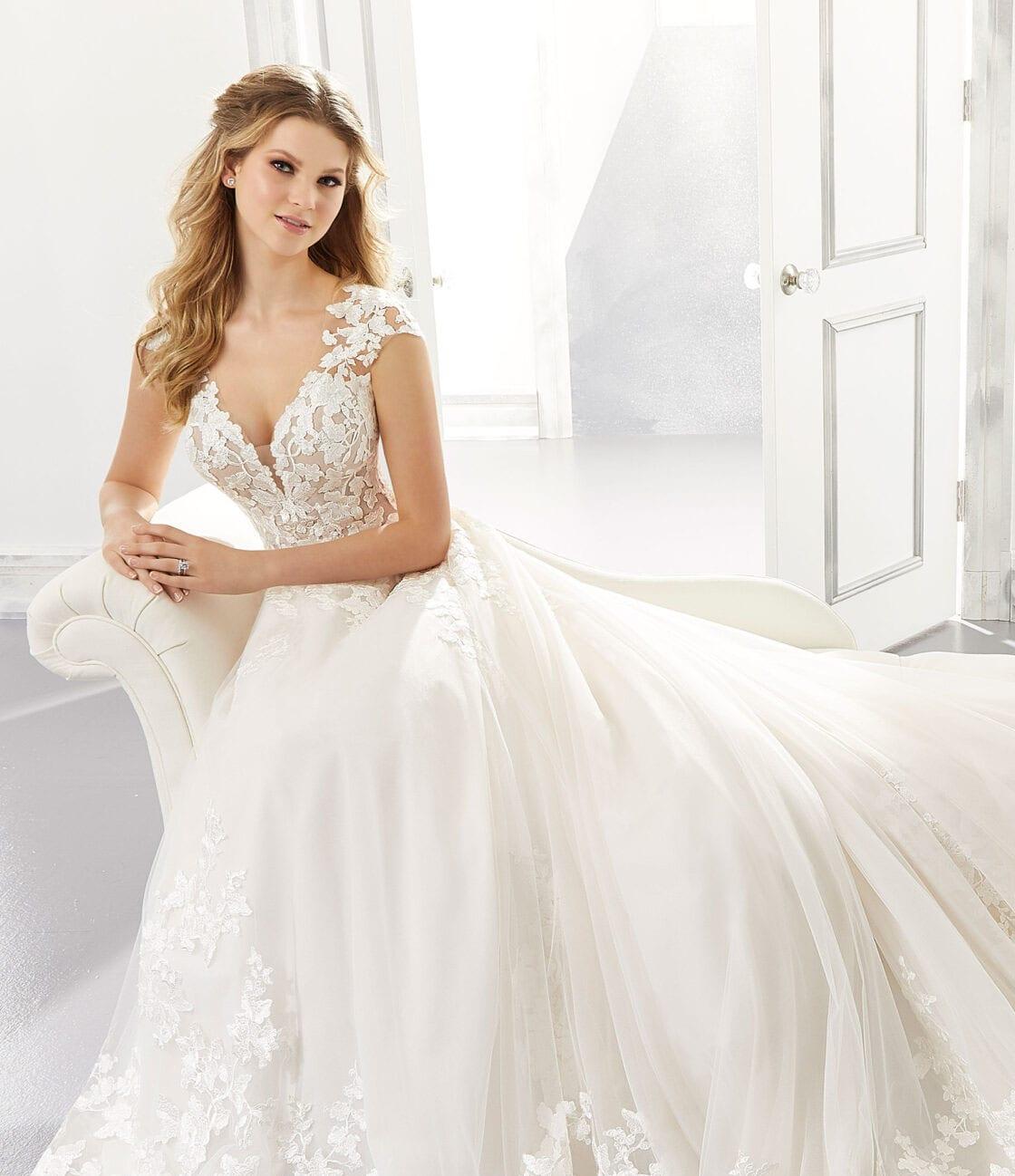 Wedding dress aline with tulle and lace