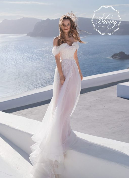 Wedding Dress Leah with romantic tulle look